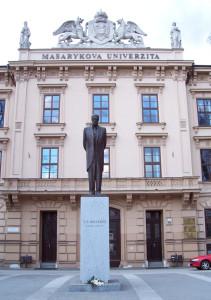 Socha_T.G._Masaryka_před_Masarykovou_univerzitou